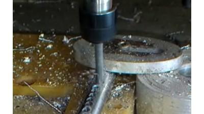 较硬碳钢钻孔,3320-B07Q大扭矩电动主轴能胜任